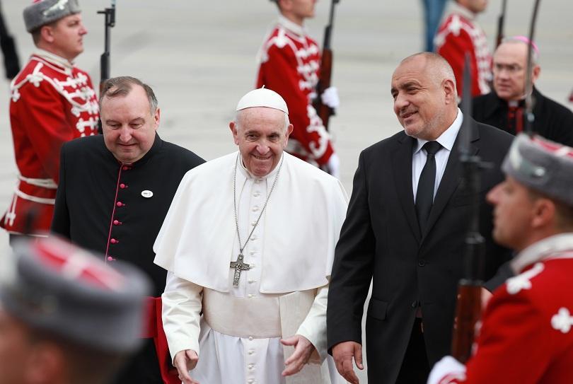 снимка 5 Първият ден от посещението на папа Франциск у нас (СНИМКИ)