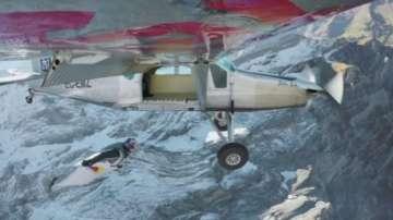 Двама французи полетяха над Алпите