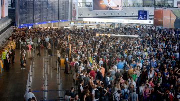 Тревога на летището във Франкфурт обърка въздушния трафик