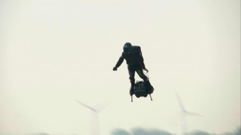 Френският изобретател Франки Запата се опита да прелети над Ламанша