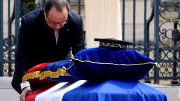 Почетоха паметта на убитото полицейско семейство във Франция