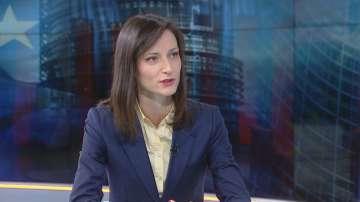 Мария Габриел: Битката с фалшивите новини е на всички нива