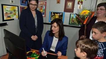 Мария Габриел ще създаде програма Зелен Еразъм за ученици и учители