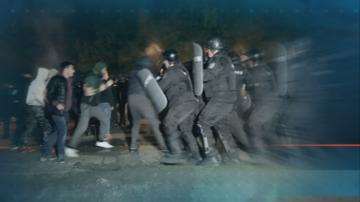 Предстои трети ден на протести в Габрово след сблъсъци и подпалени къщи снощи