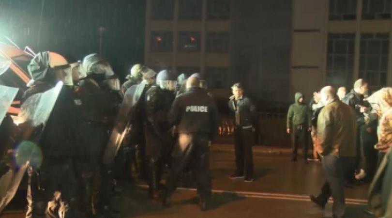 Трети ден протести в Габрово след нападението над продавач в