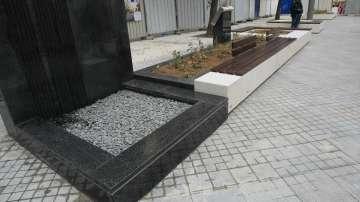 Площад Гарибалди е готов - посреща с пейки, озеленяване и водна стена