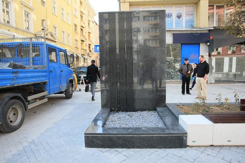 dee9a042c1b Махат водната стена от столичния площад