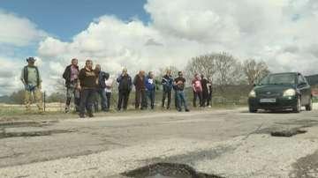 Жители на Гърмен излязоха на протест срещу лошите пътища в района