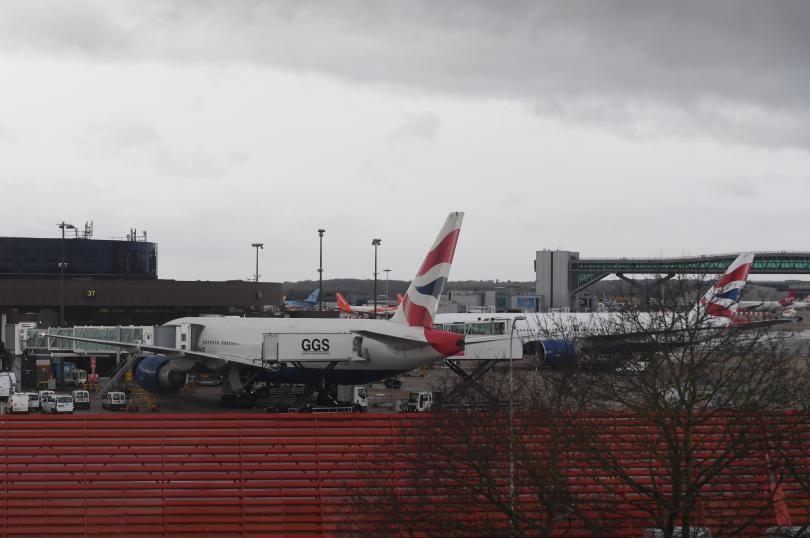 Самолети кацащи на лондонското летища Гетуик, са пренасочени към летище