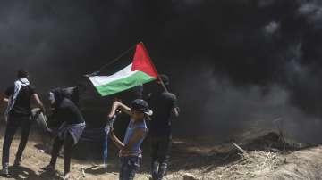 Двама палестинци загинаха при протести на границата между Газа и Израел