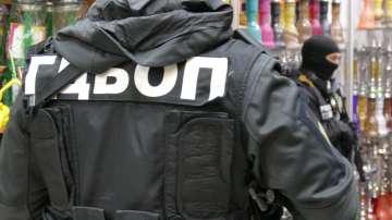 Задържаха военнослужещ при разбита престъпна група за търговия с акцизни стоки