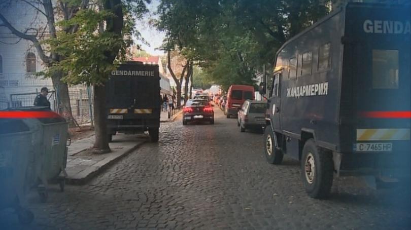 трафикантите мигранти остават ареста