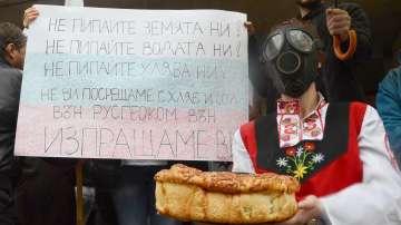 Протестът на Генерал Тошево срещу добива на газ събра стотици (СНИМКИ)