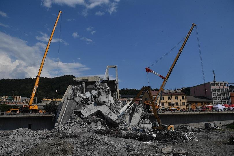 Спасително-издирвателната операция за изчезналите след рухването на моста