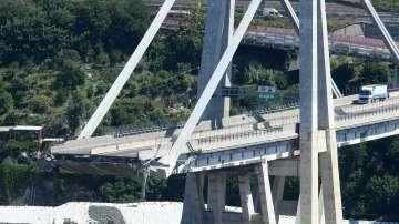 Италианският премиер обяви извънредно положение в Генуа след срутването на моста