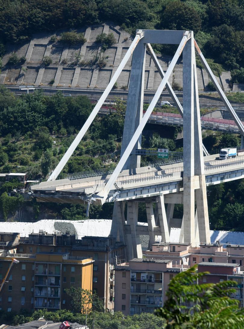 39 са жертвите от срутването на моста