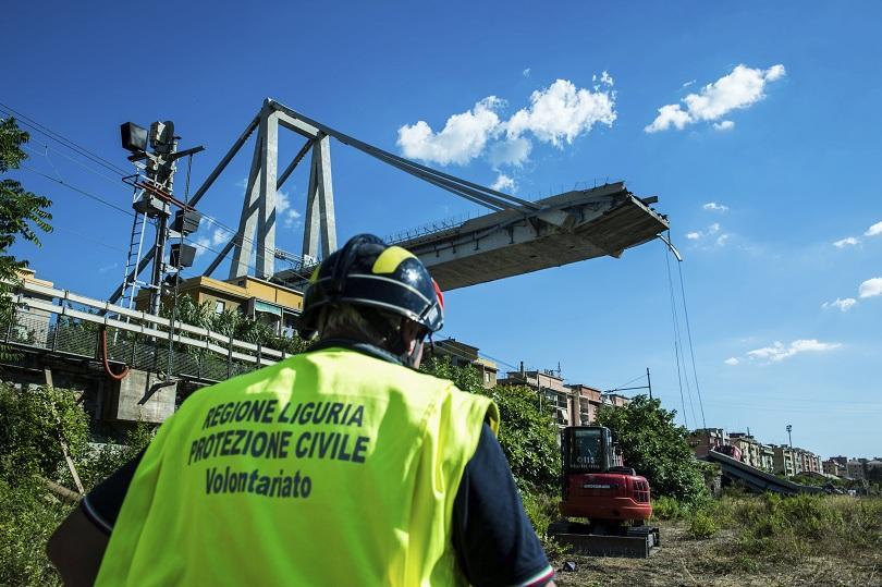 Западната част на моста Моранди в Генуа е пред срутване