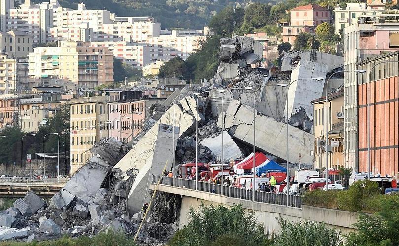 Расте броят на жертвите след срутването на магистрален мост в