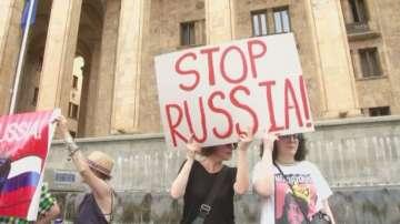 Най-малко 70 души пострадаха при протести и сблъсъци в Грузия