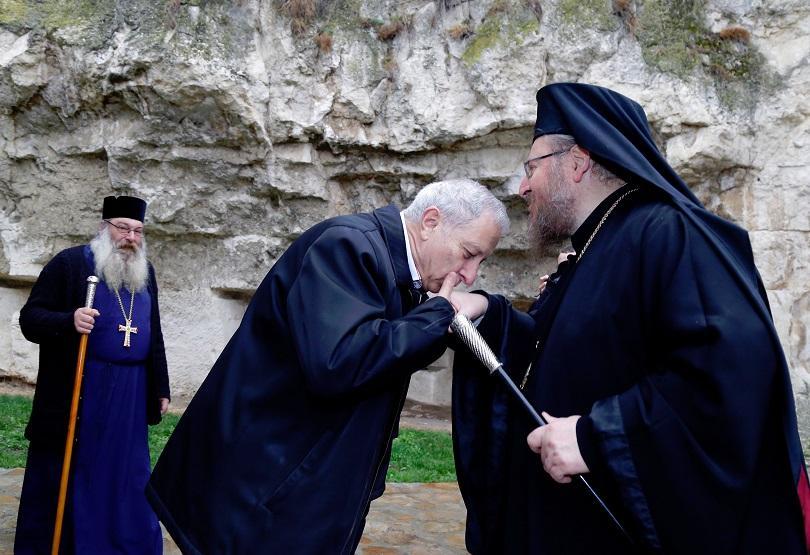 снимка 1 Премиерът Огнян Герджиков посети Басарбовския скален манастир (СНИМКИ)