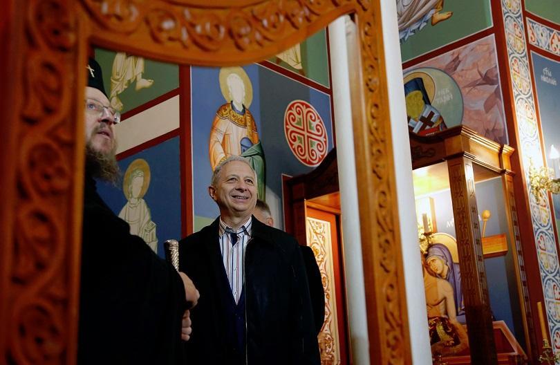 снимка 5 Премиерът Огнян Герджиков посети Басарбовския скален манастир (СНИМКИ)