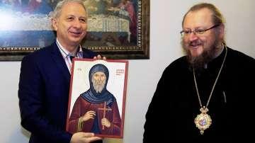 Премиерът Огнян Герджиков посети Басарбовския скален манастир (СНИМКИ)