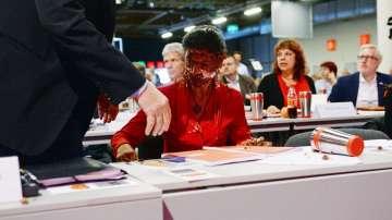 Торта в лицето на германска депутатка