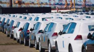 Драстично скача данъкът за стари автомобили, според одобрените промени от НСТС
