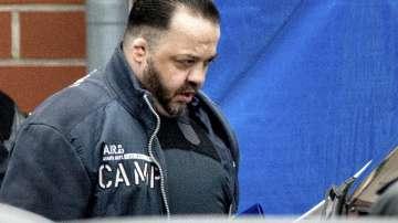 Съдят санитар масов убиец в Германия, виновен за смъртта на 100 души