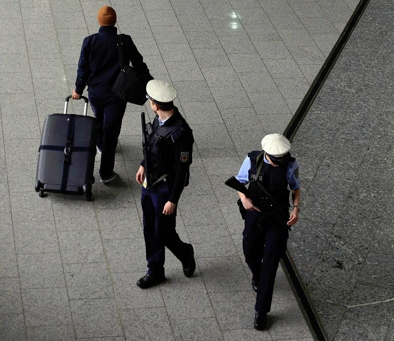 Няколко подозрителни пратки са били доставени в посолства и консулства