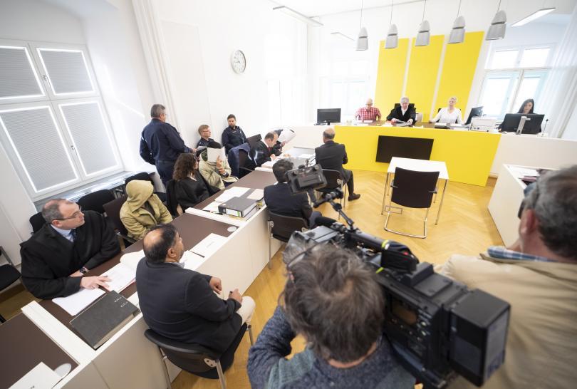 Снимка: Четирима кандидати за убежище в Германия застанаха пред съда