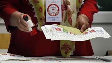 Турските граждани по света гласуват за парламент и президент