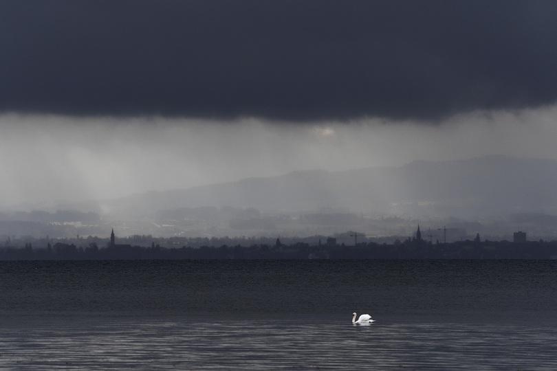 Петима души загинаха заради силните ветрове в Европа