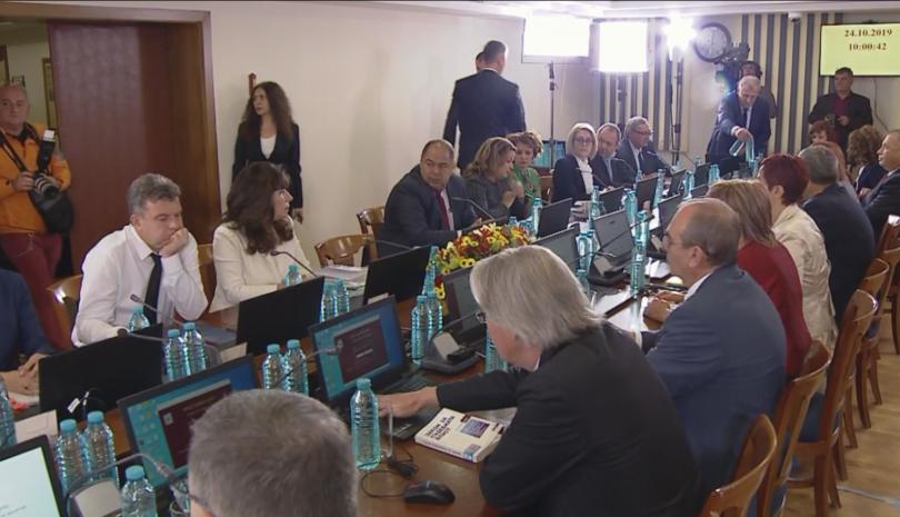 Президентът Румен Радев заяви, че ще реши в обозрим срок