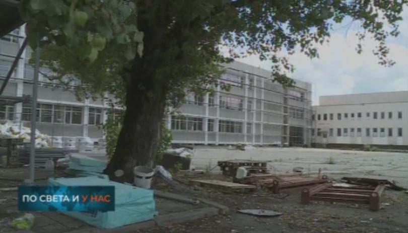 През новата учебна година санирани и с нови покриви ще
