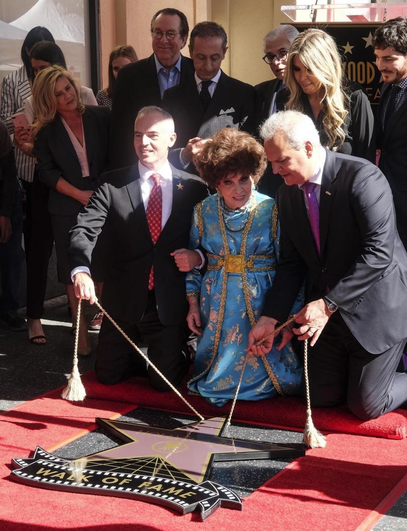 снимка 1 Джина Лолобриджида със звезда на Алеята на славата в Холивуд (СНИМКИ)