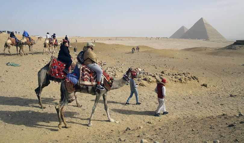 Голямата пирамида в Гиза, известна още като Хеопсовата пирамида, е