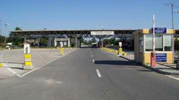 Гранични полицаи задържаха трима незаконни мигранти, укрити в камион