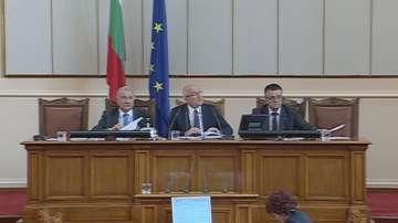 Главчев прекрати парламентарното заседание заради безредици в залата