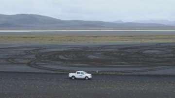 Туристи бяха глобени с 11 000 долара за екстремно шофиране