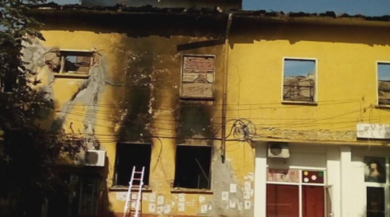 Пожар горя в читалището във врачанското село Гложене. Огънят избухнал