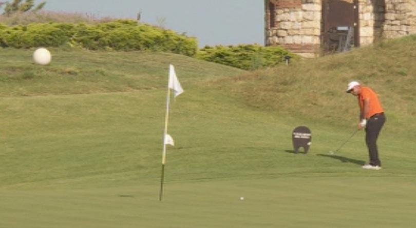 Британецът Ръсел Бери спечели при професионалистите международния голф турнир