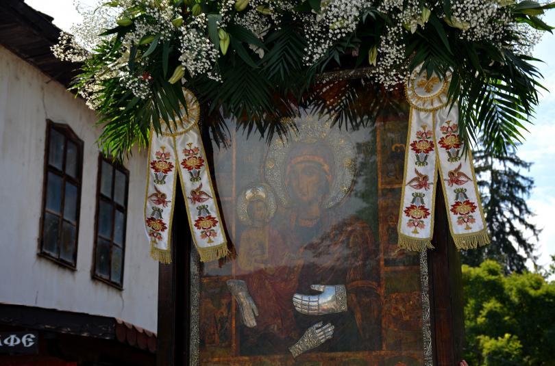 Днес отбелязваме големия християнски празник Успение на Пресвета Богородица. Oще