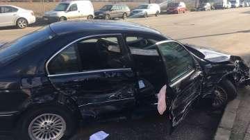 Младежи потрошиха пет автомобила след гонка с полицията