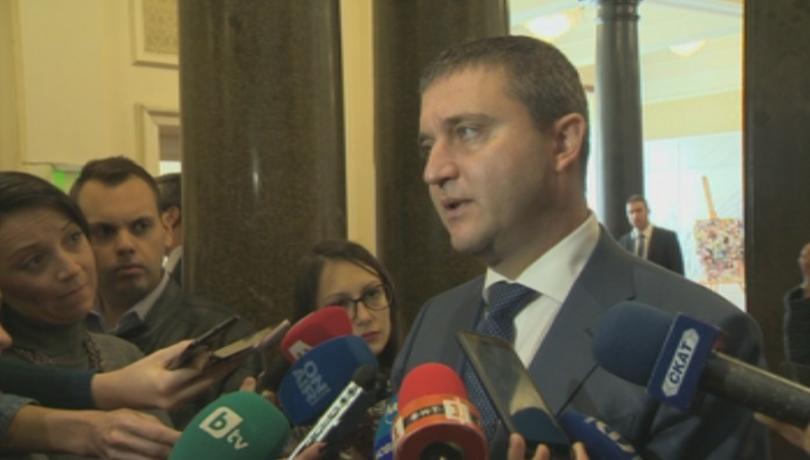 В кулоарите на парламента финансовият министър Владислав Горанов коментира пред