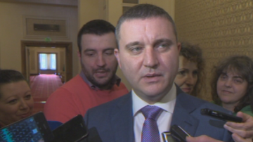 Горанов след акция Хоро: Данъчни инспектори попаднаха на кораб с нудисти