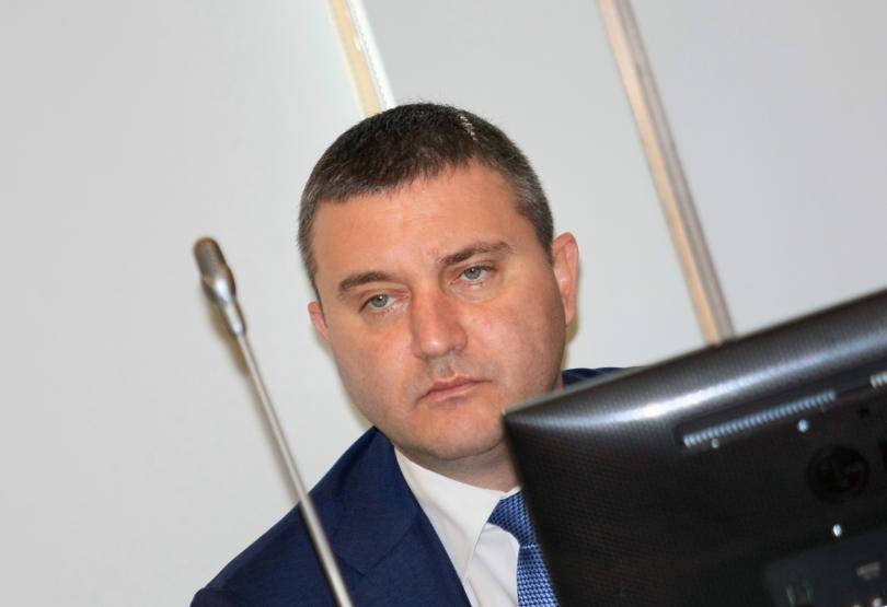 Горанов: Намаляването на ДДС няма да има повече плюсове за потребителите
