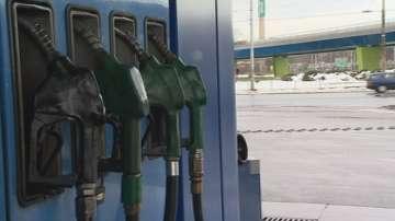 По-евтин бензин у нас от средата на януари?