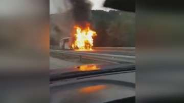 Автобус се запали край тунел Железница, няма пострадали