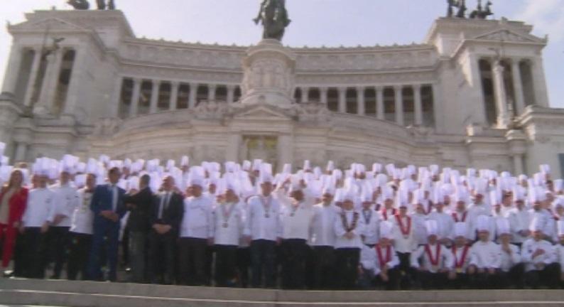 Стотици готвачи изпълниха улиците на Рим. Причина за шествието им